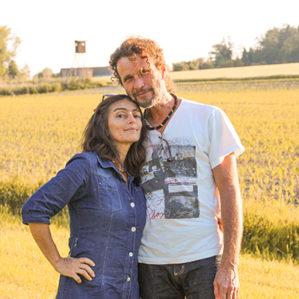 Das Bild zeigt Munas Sohn Simon und seine Frau Manyo.